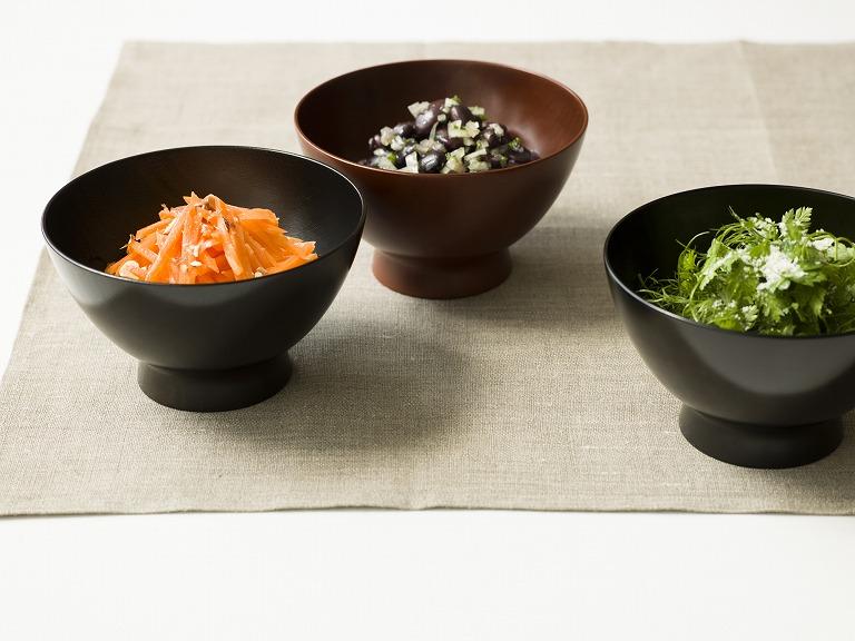 キャロットラぺ、いろいろお豆のマリネ、ハーブのサラダの前菜3種(StoryPhoto & Web 撮影)