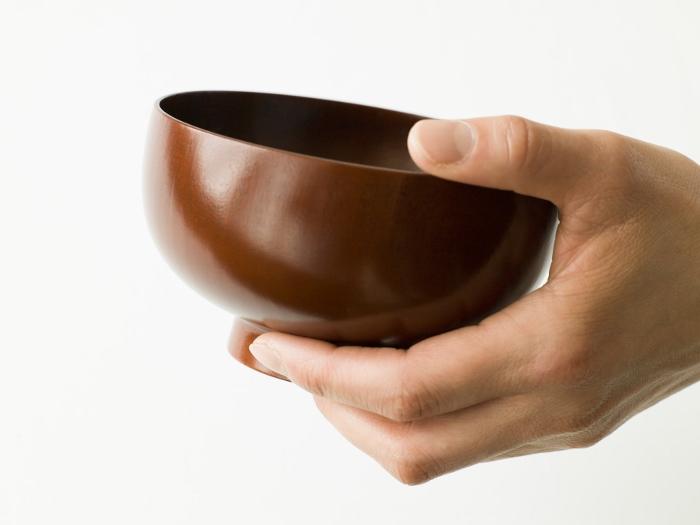手のひらに馴染むゆるやかな曲面、指先から感じるあたたかさ(StoryPhoto & Web 撮影)