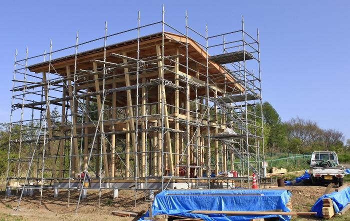 3月末の基礎工事着手~5月初の屋根掛け完了まで、周りの風景も少しずつ春色に!