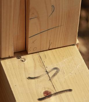 """伝統工法により木組みされた、""""いの一番""""。"""