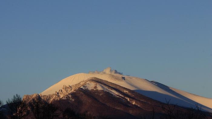 冬らしからぬ山肌を露わにしていた、1月下旬。冬らしい純白の衣をまとった、2月初旬。
