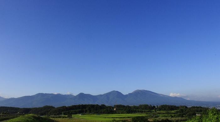 浅間連峰に抱かれる『そらいろの丘』は、空も風も、ほんのり秋めいて…